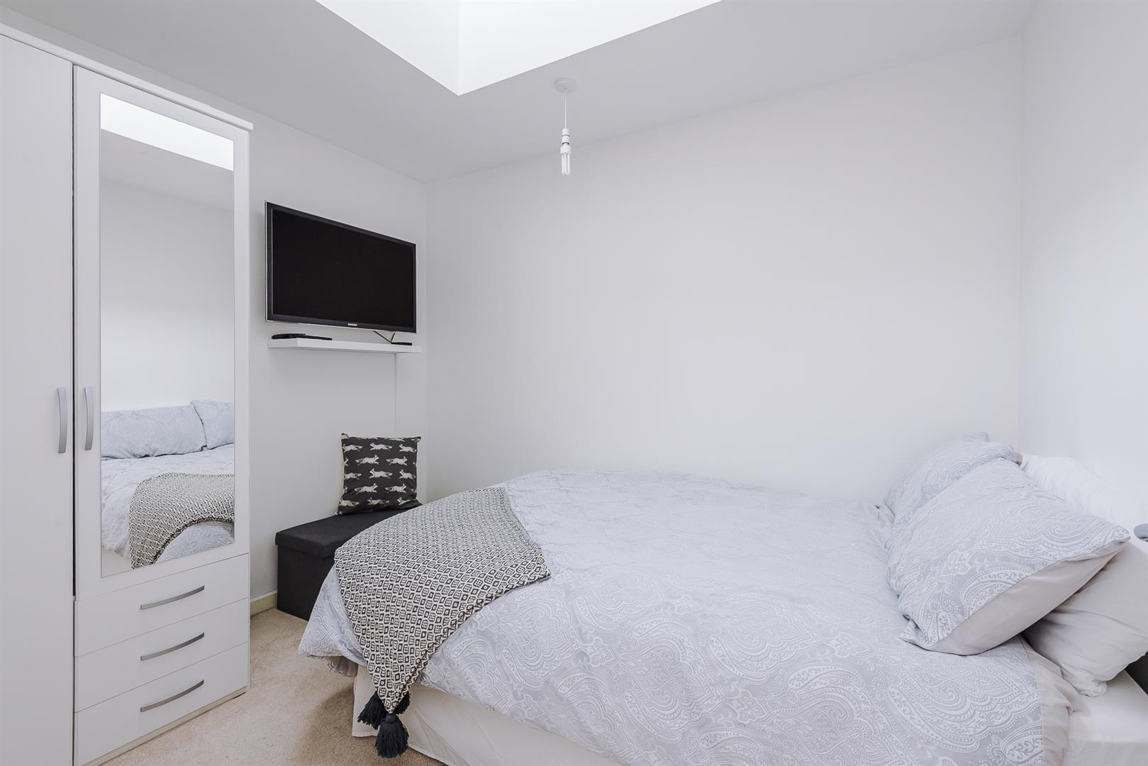 2 Bedroom Apartment For Sale Image 14